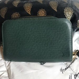 Authentic Louis Vuitton clutch taiga
